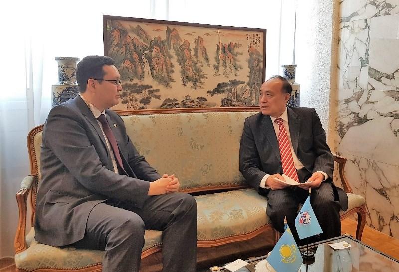 哈萨克斯坦卫生部代表团对日内瓦进行访问