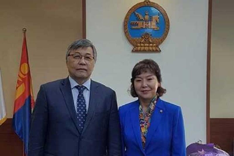 哈萨克斯坦大使会见蒙古国卫生部部长