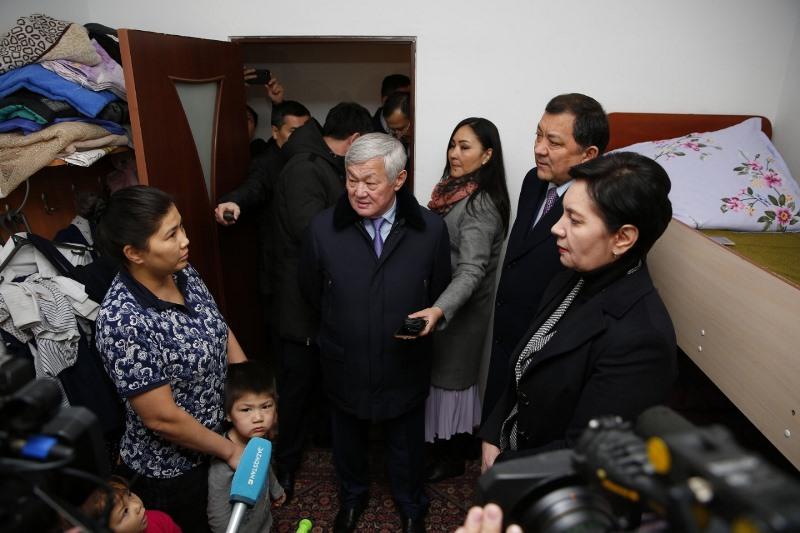 Вице-премьер РК встретилась с многодетными семьями Атырауской области