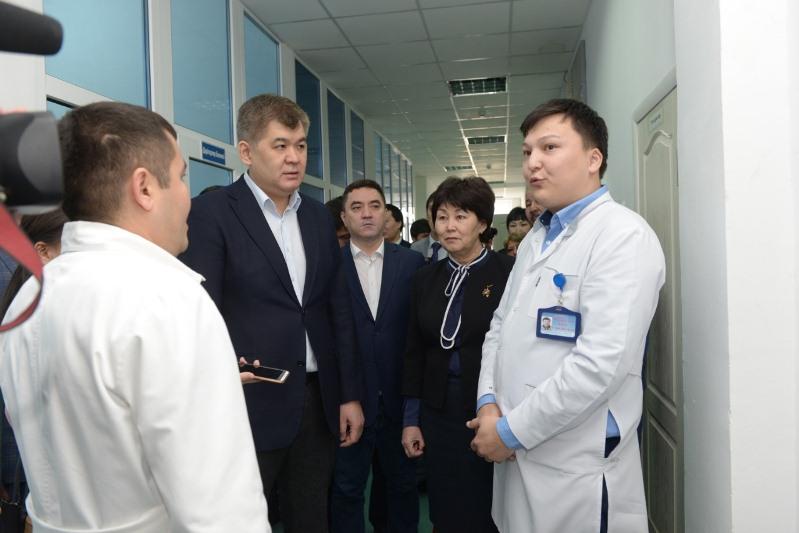 Қазақстанда 225 мың медицина қызметкерінің жалақысы көбейеді - Елжан Біртанов
