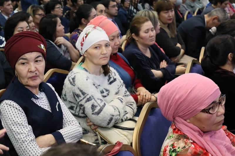 Бердыбек Сапарбаев рассказал многодетным актюбинкам, какую соцпомощь они получат