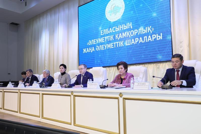 Вице-премьер Абдыкаликова провела совещание с акимами городов и районов Актюбинской области