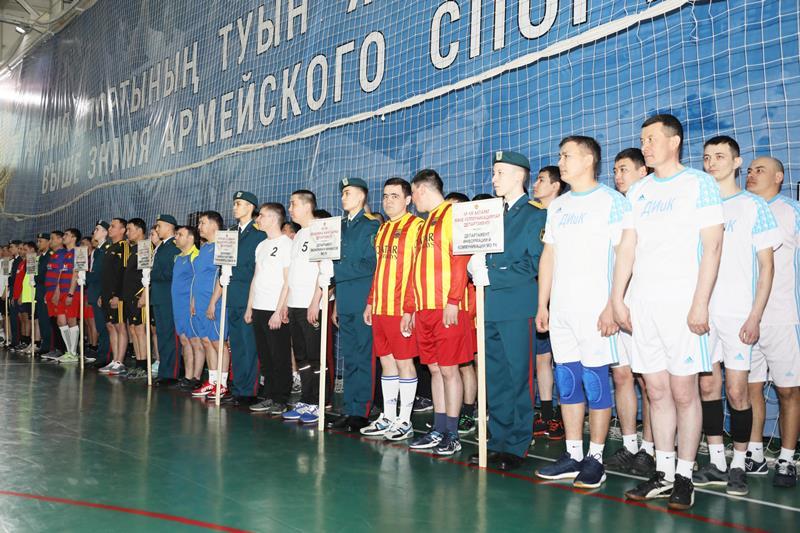 В Астане стартовал турнир по волейболу на кубок министра обороны