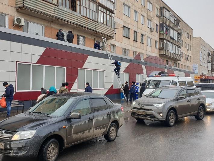 Мужчина выпал с третьего этажа и выжил в Павлодаре