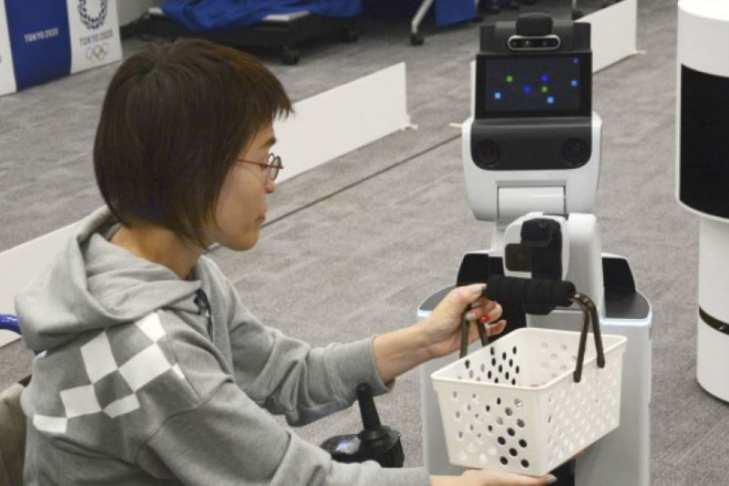 Olympics organizers unveil robots to aid spectators, workers
