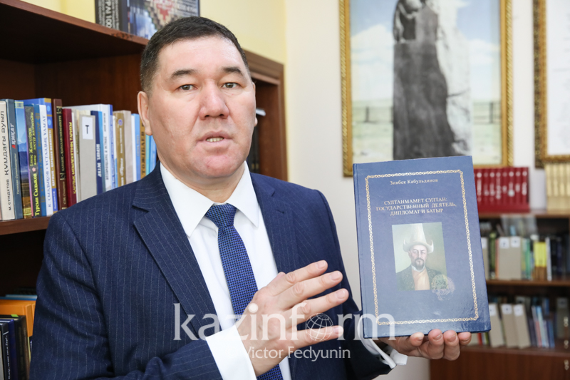 Books about Sultanmamet Sultan and Middle Juz batyrs presented in Astana