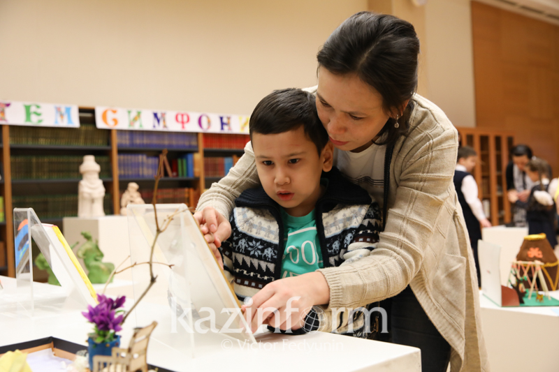 Мир на кончиках пальцев: выставка поделок слабовидящих детей в Астане