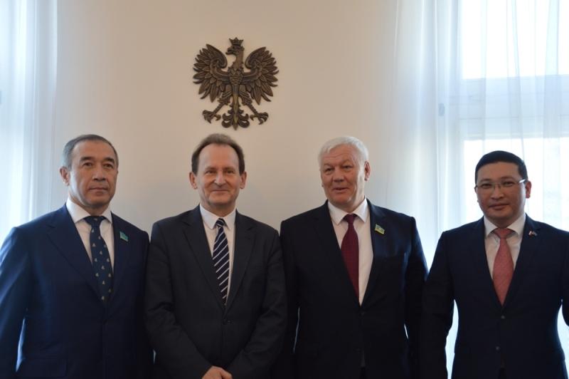 哈萨克斯坦邀请波兰议会代表参与欧亚国家议会间对话
