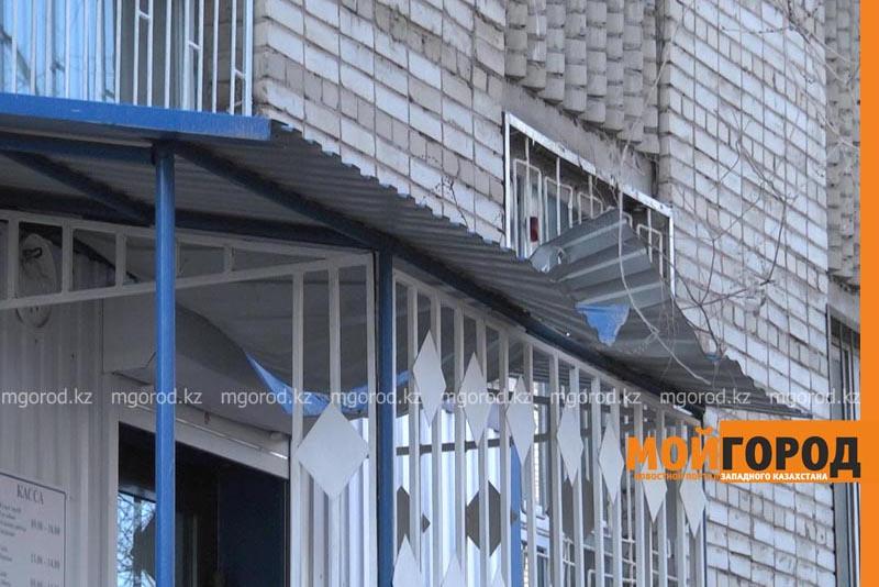 Школьница выпала из окна 7 этажа и осталась жива в Уральске