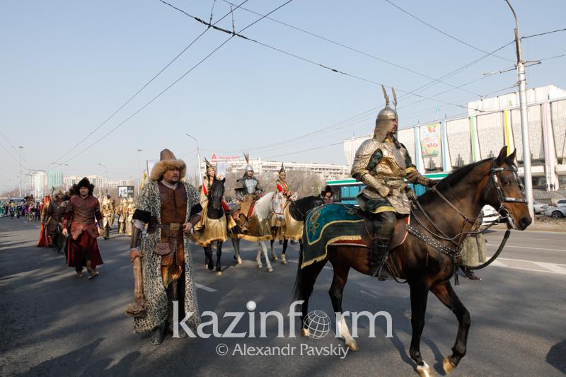 Батыры Золотой орды прошли по улицам Алматы