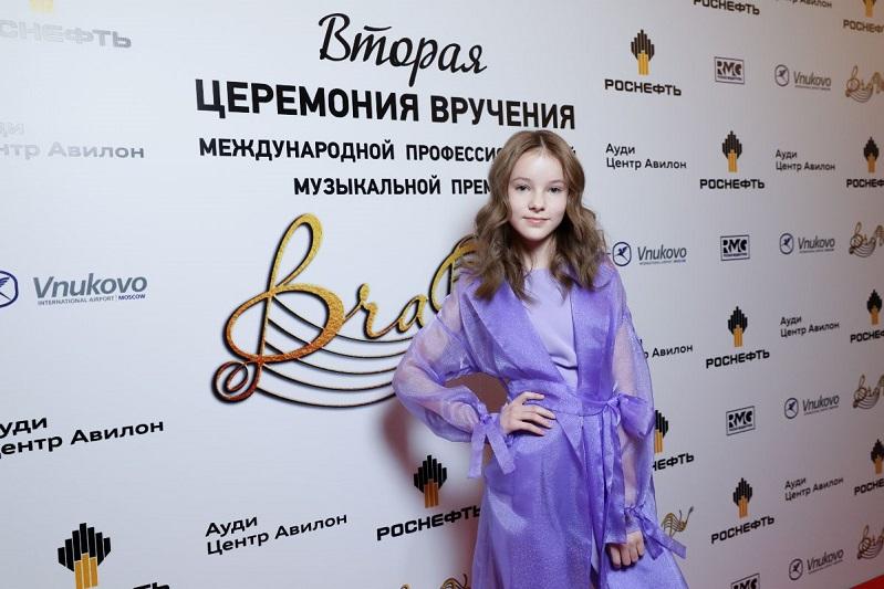 Данэлия Тулешова с мировыми звездами прошлась по красной дорожке международной музыкальной премии