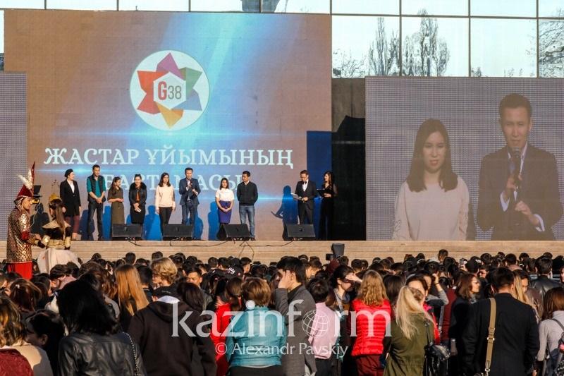 Это дань признательности - алматинская молодежь о переименовании столицы