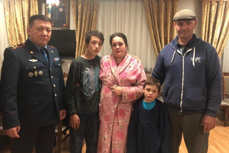 Потерявшихся двух детей нашли полицейские Шымкента