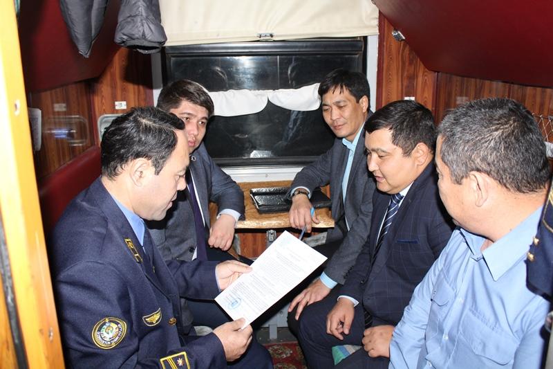 Старую постель и безбилетников обнаружили во время рейдов в поездах Шымкента