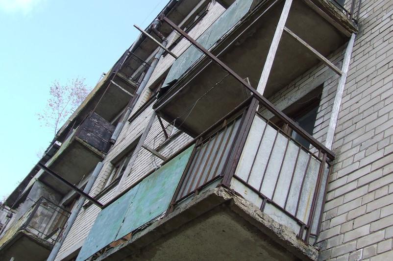 78-летняя бабушка пыталась спрыгнуть с балкона в Павлодаре