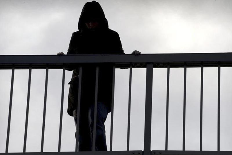 Қызылордада көпірден секіріп кеткен 17 жастағы қыз құтқарылды