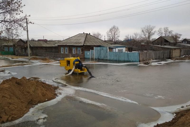 Два дома и 13 дворовых территорий подтопило в Бескарагайском районе ВКО
