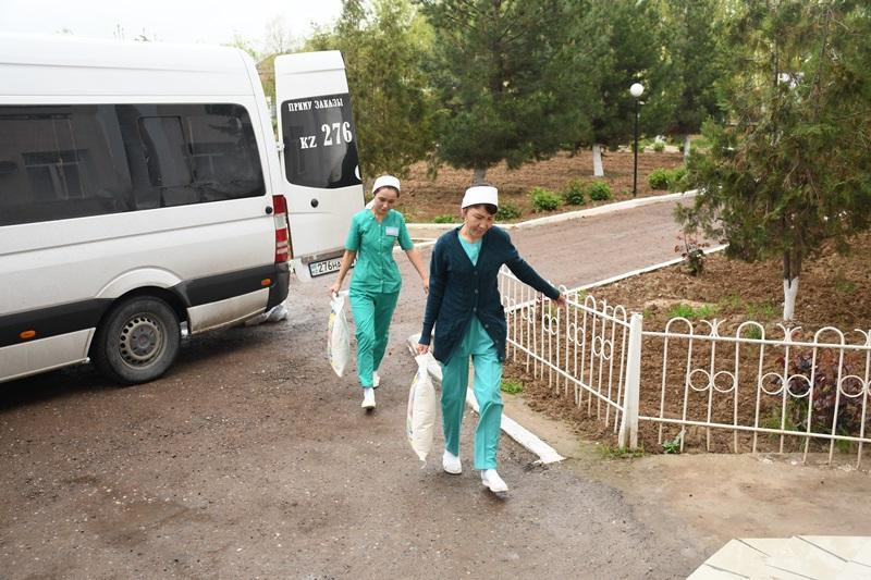 #ДелайДобро: благотворительная акция для медработников прошла в Туркестанской области