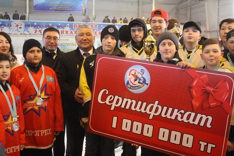 По миллиону тенге получили победители хоккейного турнира «Жұлдызша» в ВКО