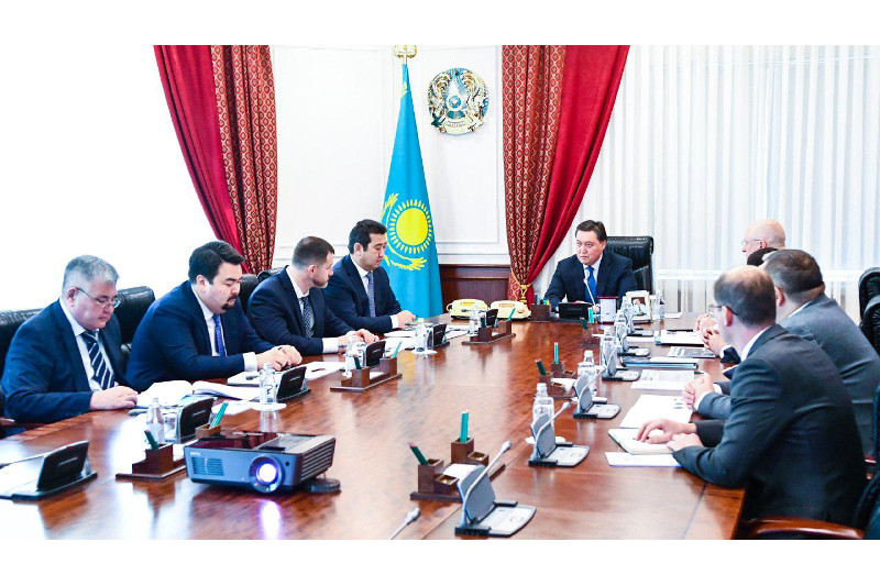 政府总理会见圣彼得堡拖拉机厂总裁谢列布利亚科夫