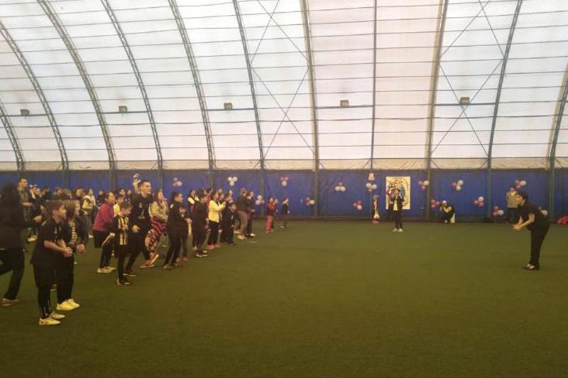 В Алматы детей с аутизмом обучают играть в футбол