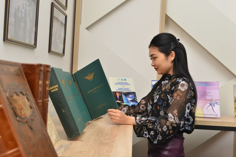 关于首任总统纳扎尔巴耶夫的摄影展将在日本举行