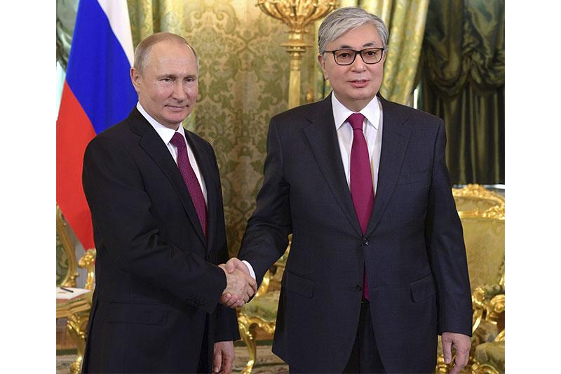 哈萨克斯坦总统与俄罗斯总统发表联合声明