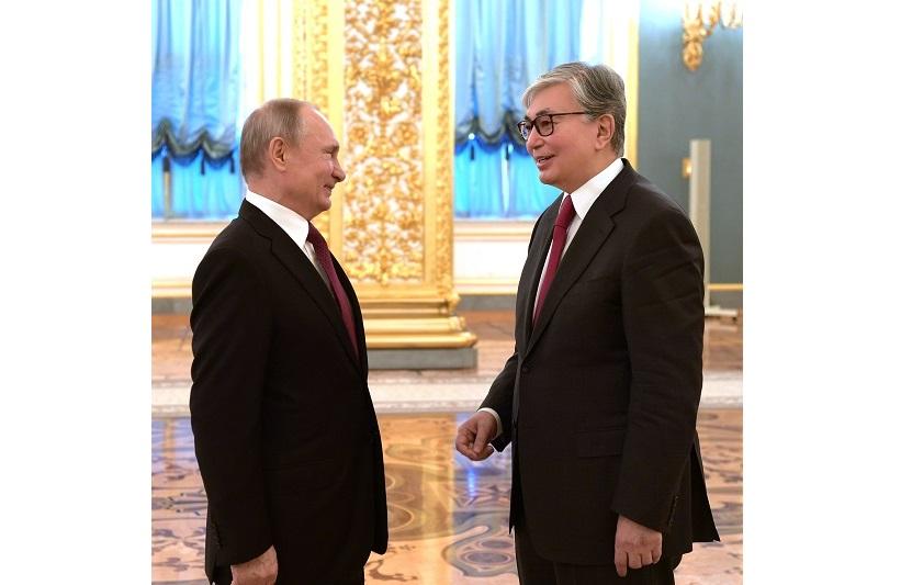 普京邀请托卡耶夫总统访问鄂木斯克