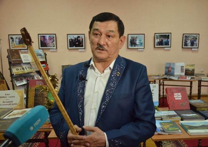 О победе в 10-часовом турнире  рассказал акын Серик Кусанбаев на встрече в ВКО