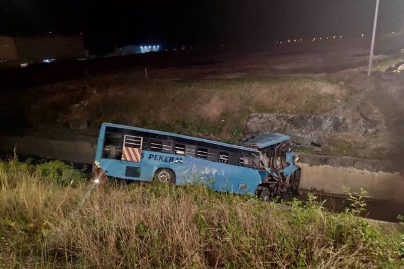 马来西亚公交车事故致10人死亡