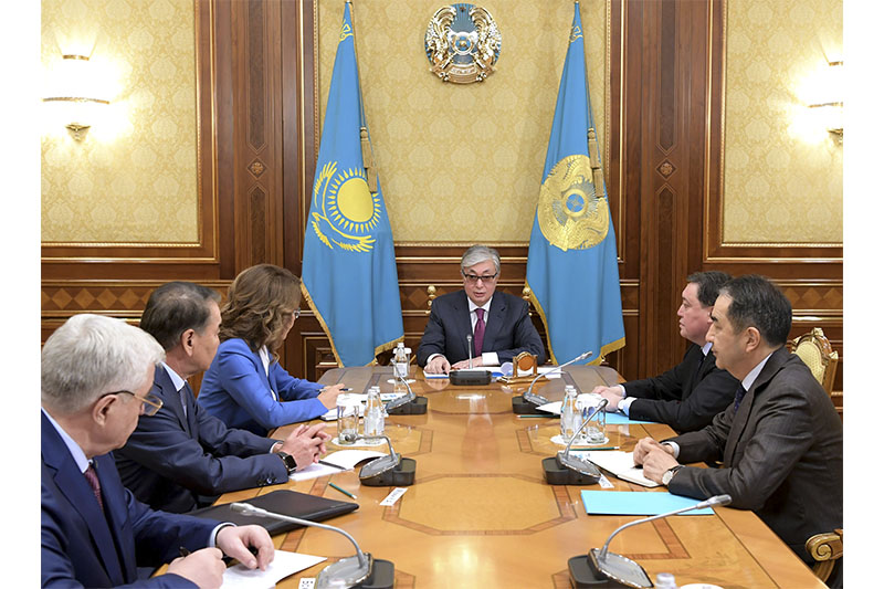 总统接见参议院议长和政府总理