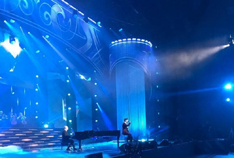 迪玛希在阿拉•普加乔娃音乐会上献唱