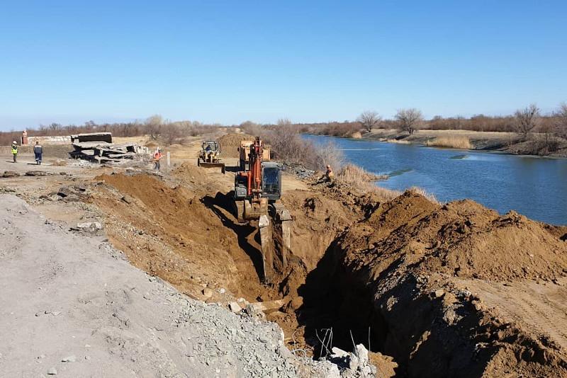Часть канала Иртыш-Караганда засыпали дорожники