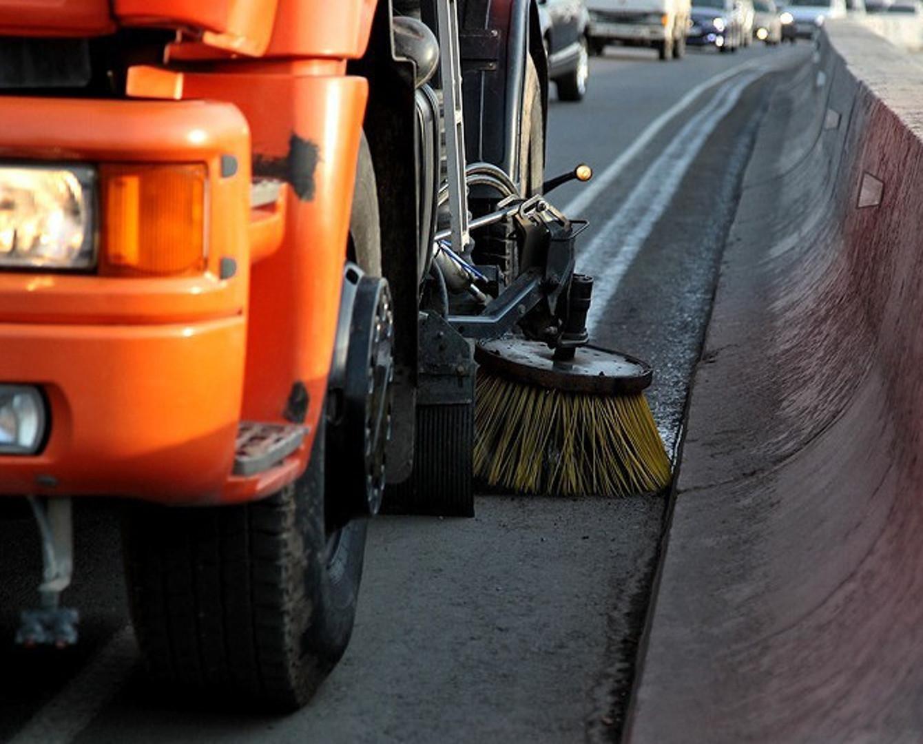 В столице впервые начали мыть дороги шампунем