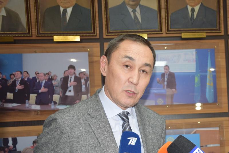 哈工会联合会主席:提前举行总统选举有利于哈萨克斯坦的稳定