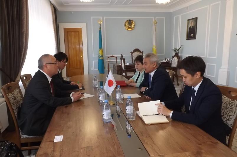 日本驻哈大使访问塞梅市