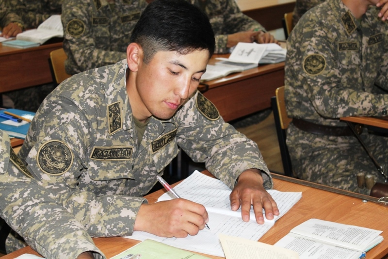 В Казахстане выбирают лучшего знатока общевоинских уставов