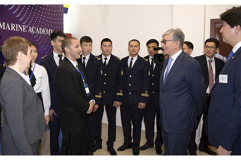 托卡耶夫总统同曼格斯套州大学生代表举行会面