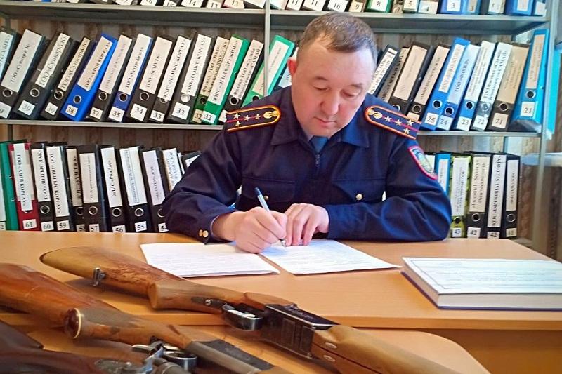 Более 40 единиц незарегистрированного оружия сдали жители ВКО в полицию