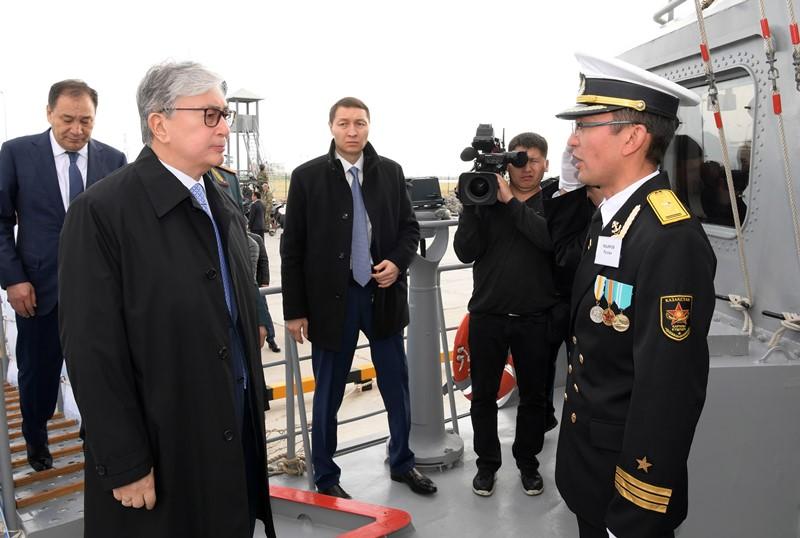 托卡耶夫总统访问阿克套国际海上贸易港