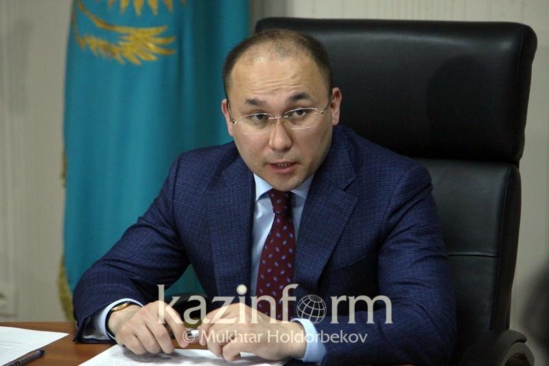 Даурен Абаев прокомментировал требование к кандидатам в Президенты о стаже на госслужбе