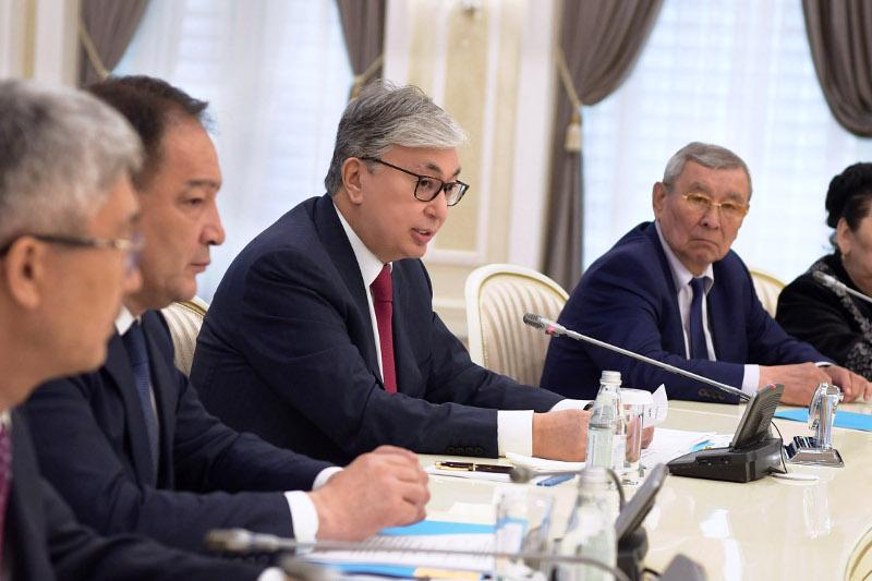 托卡耶夫总统:不能只依靠石油行业生存