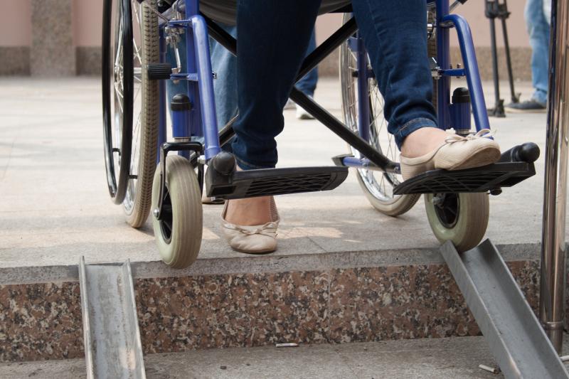 Штрафы на 33 млн тенге наложены за плохой доступ для инвалидов на соцобъекты