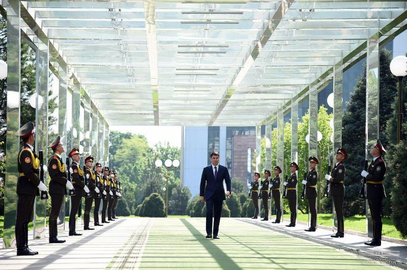 哈萨克斯坦大使向乌兹别克斯坦总统递交国书