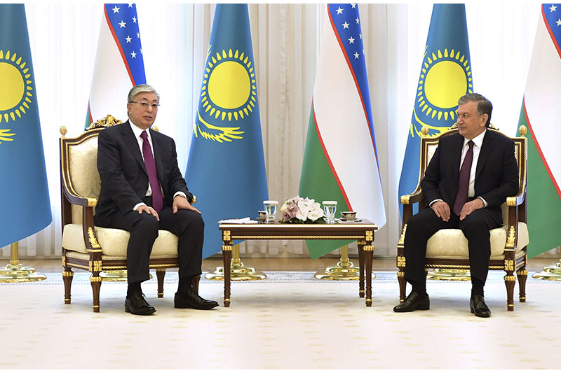 Kassym-Jomart Tokayev holds narrow-format meeting with Uzbek counterpart