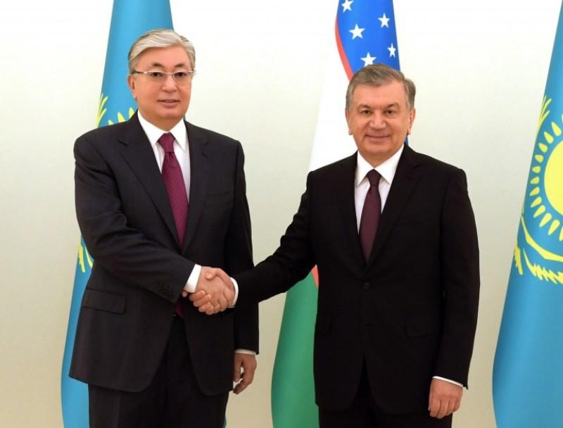 Касым-Жомарт Токаев провел встречу с Шавкатом Мирзиёевым в узком составе