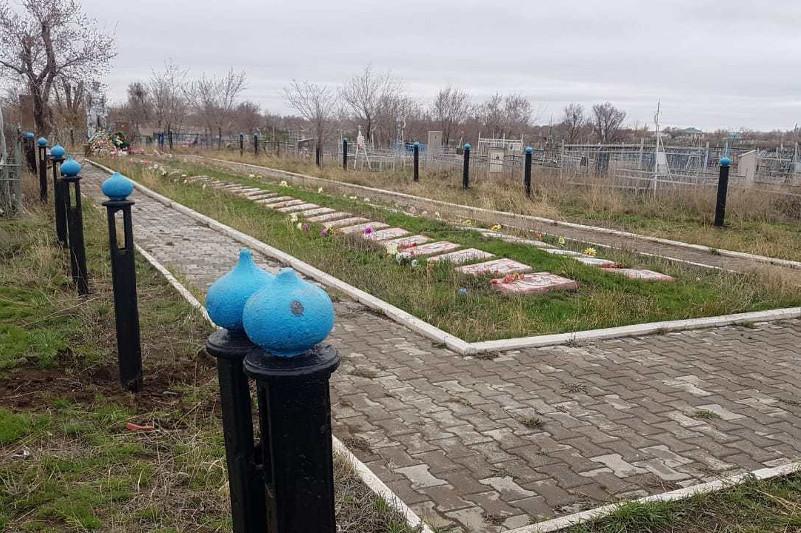 Ограждение украли с братской могилы в Актобе