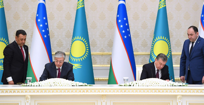 Касым-Жомарт Токаев и Шавкат Мирзиёев подвели итоги переговоров