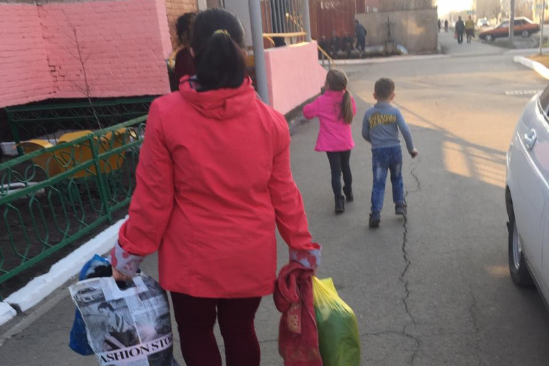 Оказавшимся на улице женщине с двумя детьми помогли в Акмолинской области