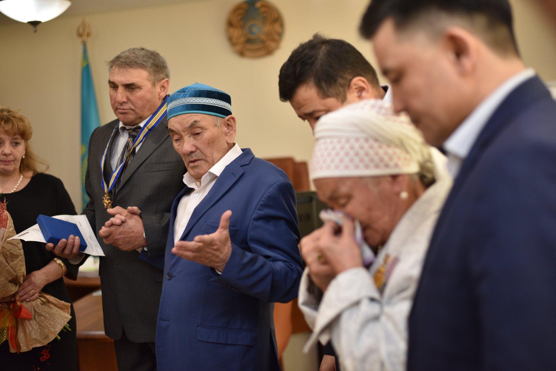 Браконьерлермен айқаста қаза тапқан қорықшы Е. Нұрғалиевтің әкесіне »Барыс» ордені тапсырылды